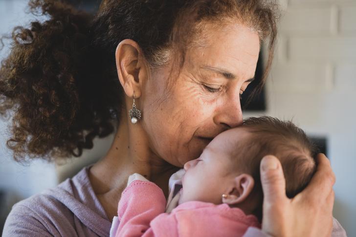 რატომ არის ბებიასთან სიახლოვე ბავშვისთვის კარგი? მეცნიერების დასკვნა