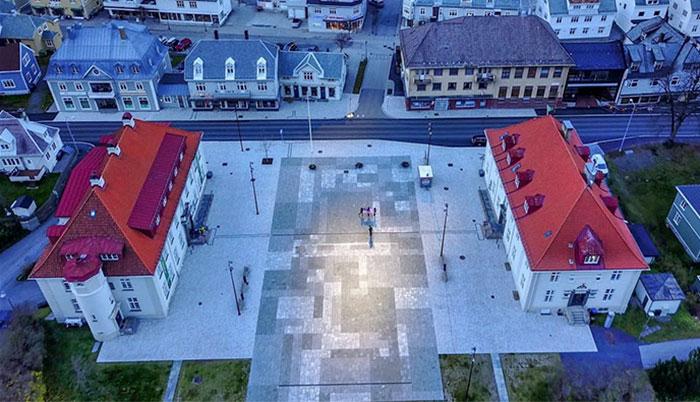 ქალაქს 5 თვეა მზე არ უნახავს. ნორვეგიელებმა გადაწყვიტეს მზის სინათლე სარკეებით აერეკლათ
